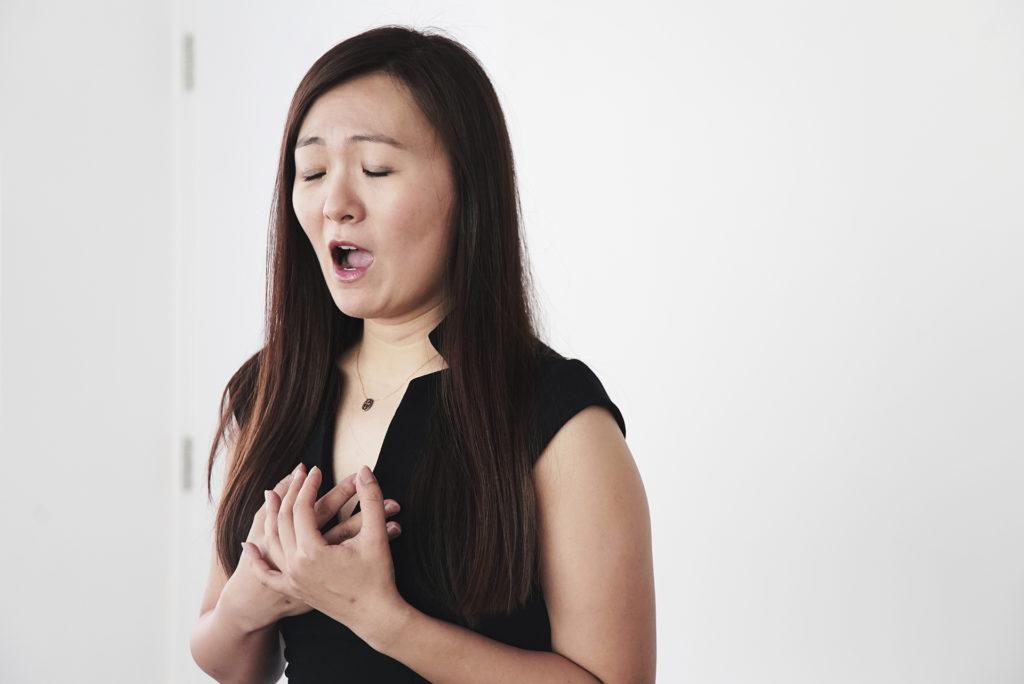 林穎穎是本地華裔女高音,曾於英國倫敦皇家音樂學院及威爾斯國際聲樂學院深造。