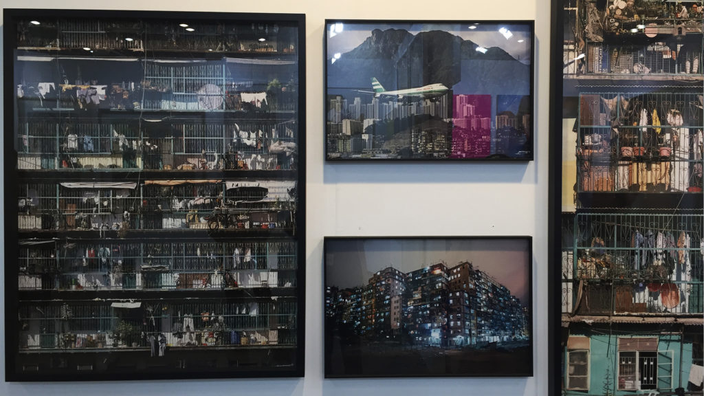 Ian Lambot 與Greg Girard 的《The City of Darkness: Hong Kong's lost Kowloon's walled city》疏理了香港人對九龍城寨的記憶。