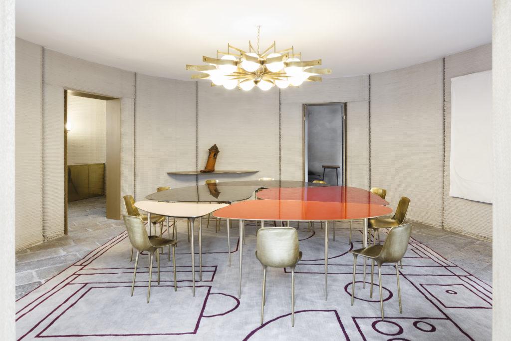 3D打印房子內的室內設計以簡約為主,還用了建築師Gio Ponti於六十年代設計的吊燈。(圖片:Luca Rotondo)