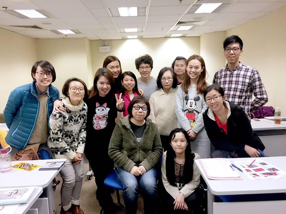 導師Sindy(前排左四)與第二屆學員們合照留影(截圖自官方Facebook專頁)