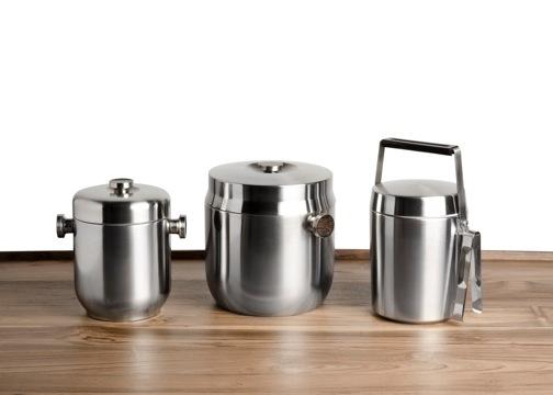 駱駝牌憑着精湛的不銹鋼工藝打開國際市場,除了真空壺和咖啡壺,駱駝牌亦有推出冰桶系列。