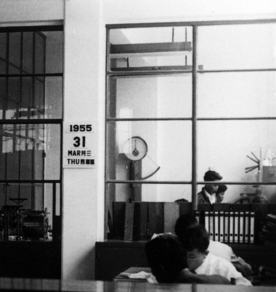 1955年的南豐紡織辦公室,設計簡約亦多用玻璃,工作間非常透明。