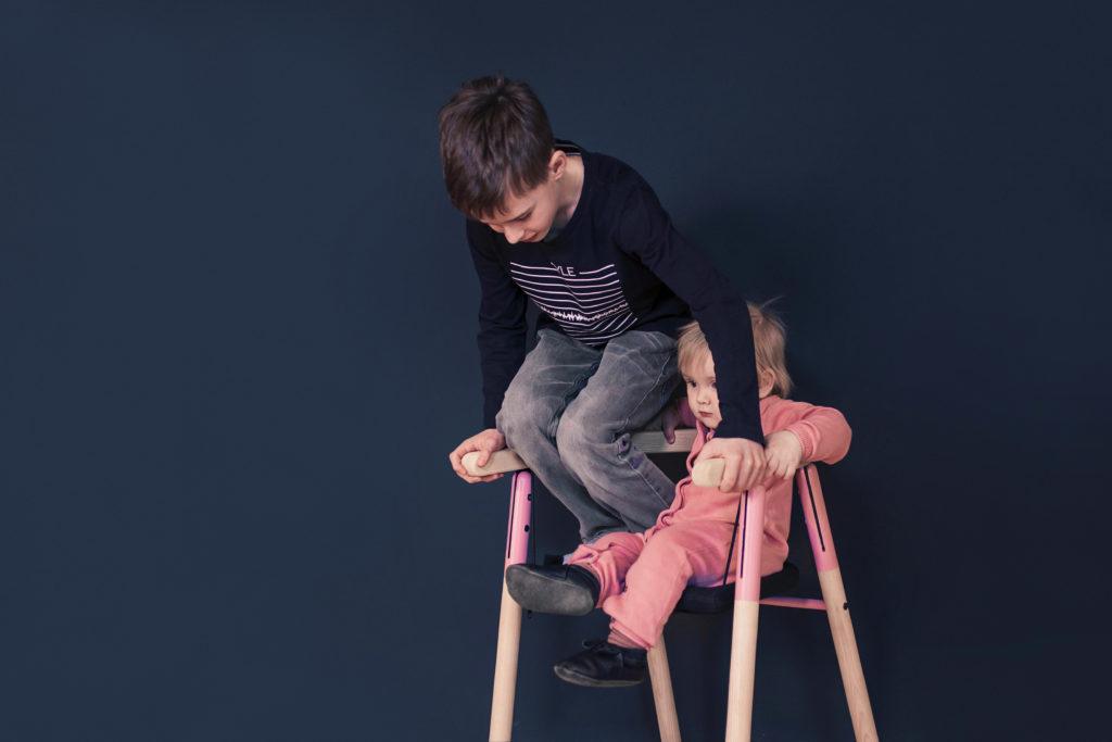 似是鞦韆的IKA Chair可以讓孩子盡情在上邊玩耍。