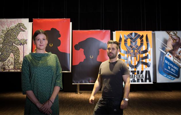 Agnieszka Mori(右)與Max Skorwider(左)現於PMQ舉辦波蘭海報藝術展,除向公眾展示波蘭的海報作品,亦會舉辦工作坊及導賞活動。