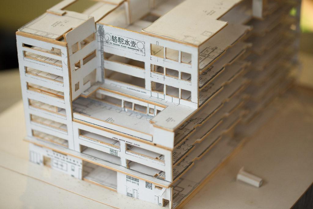 從Raymond砌的九龍灣工廠模型,可見三樓的平台和中間的天井,均是專為水壺生產而設。