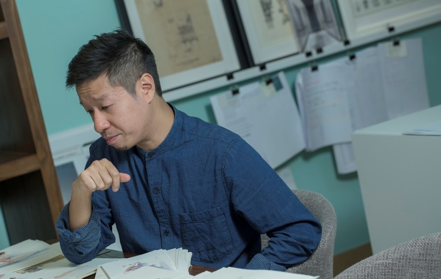 阿健從事室內設計十多年,年多前起以水彩繪畫基層勞工。