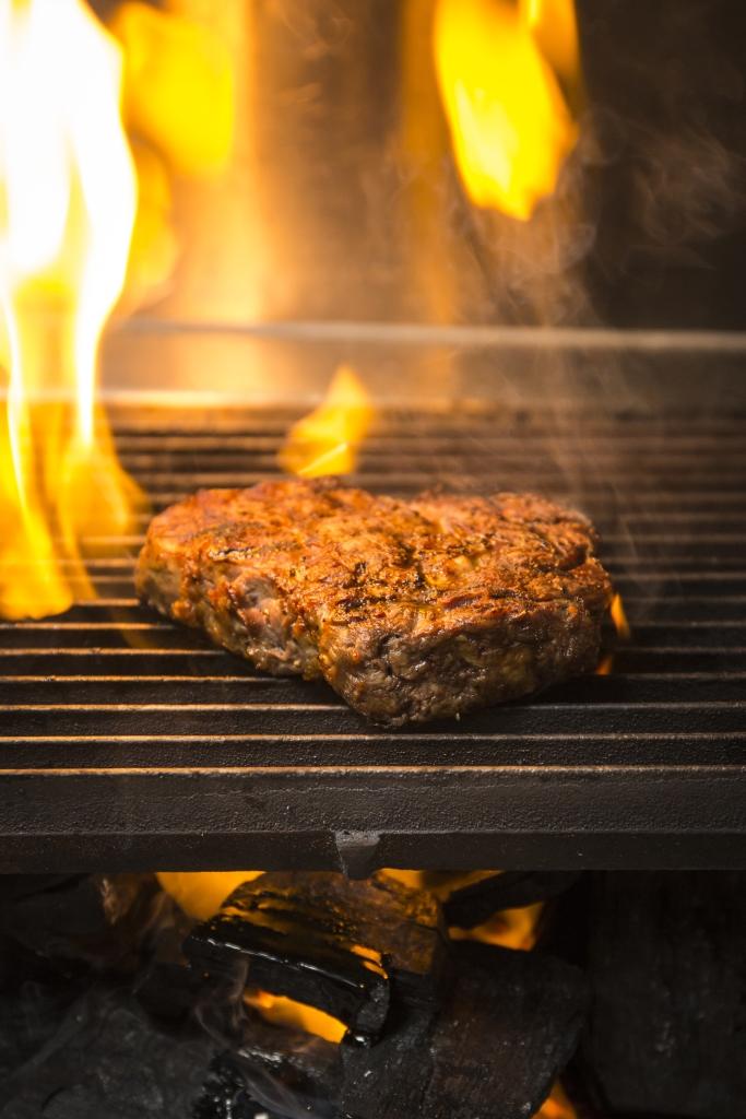 炭火自有一股風味,非其他電爐可以代替。