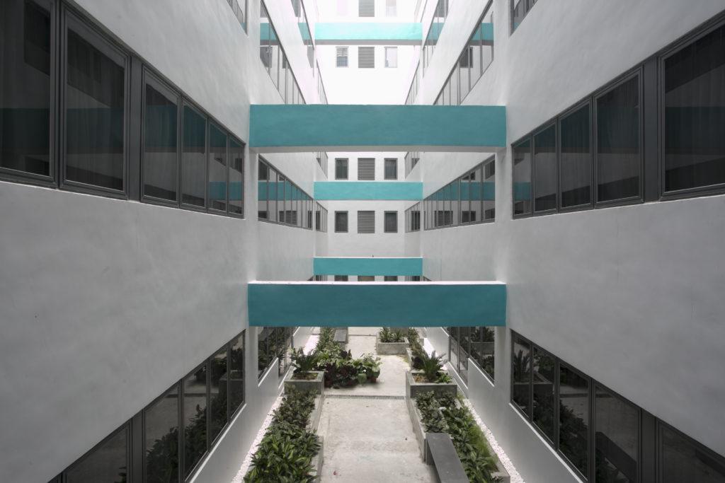 活化後的酒店除了擴大原有天井,亦增設另一天井,引入舒適的自然光,是香港酒店少見的。