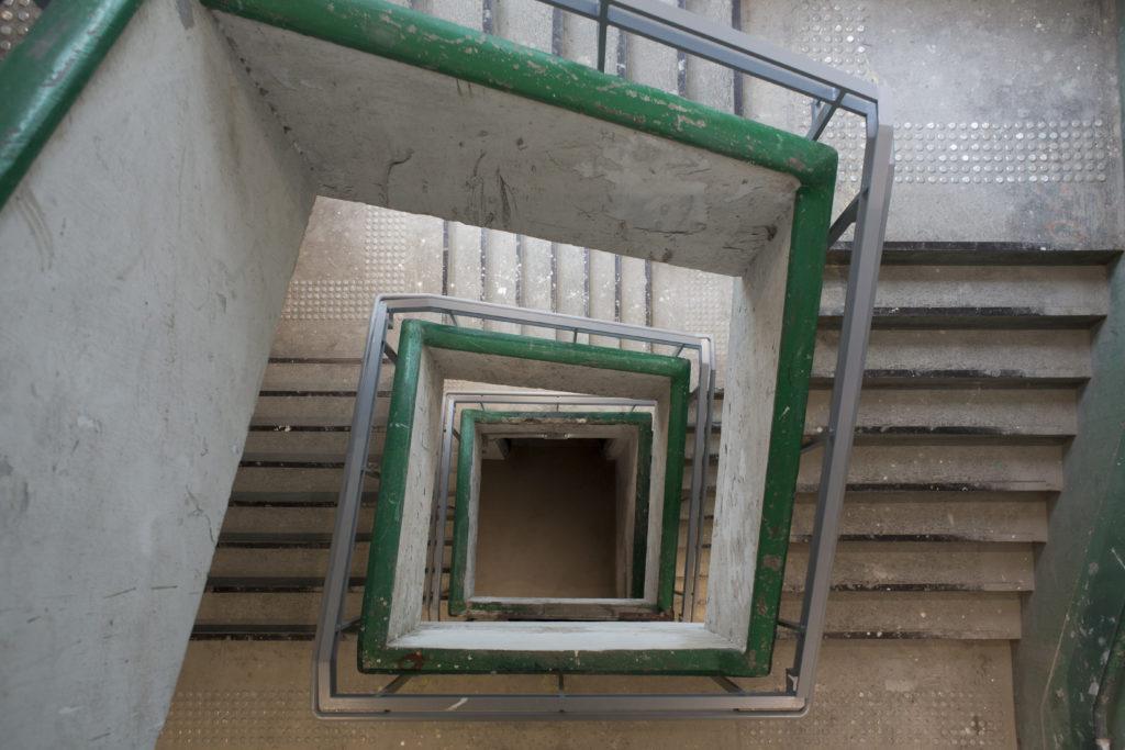 綠色的樓梯是紗廠的特色