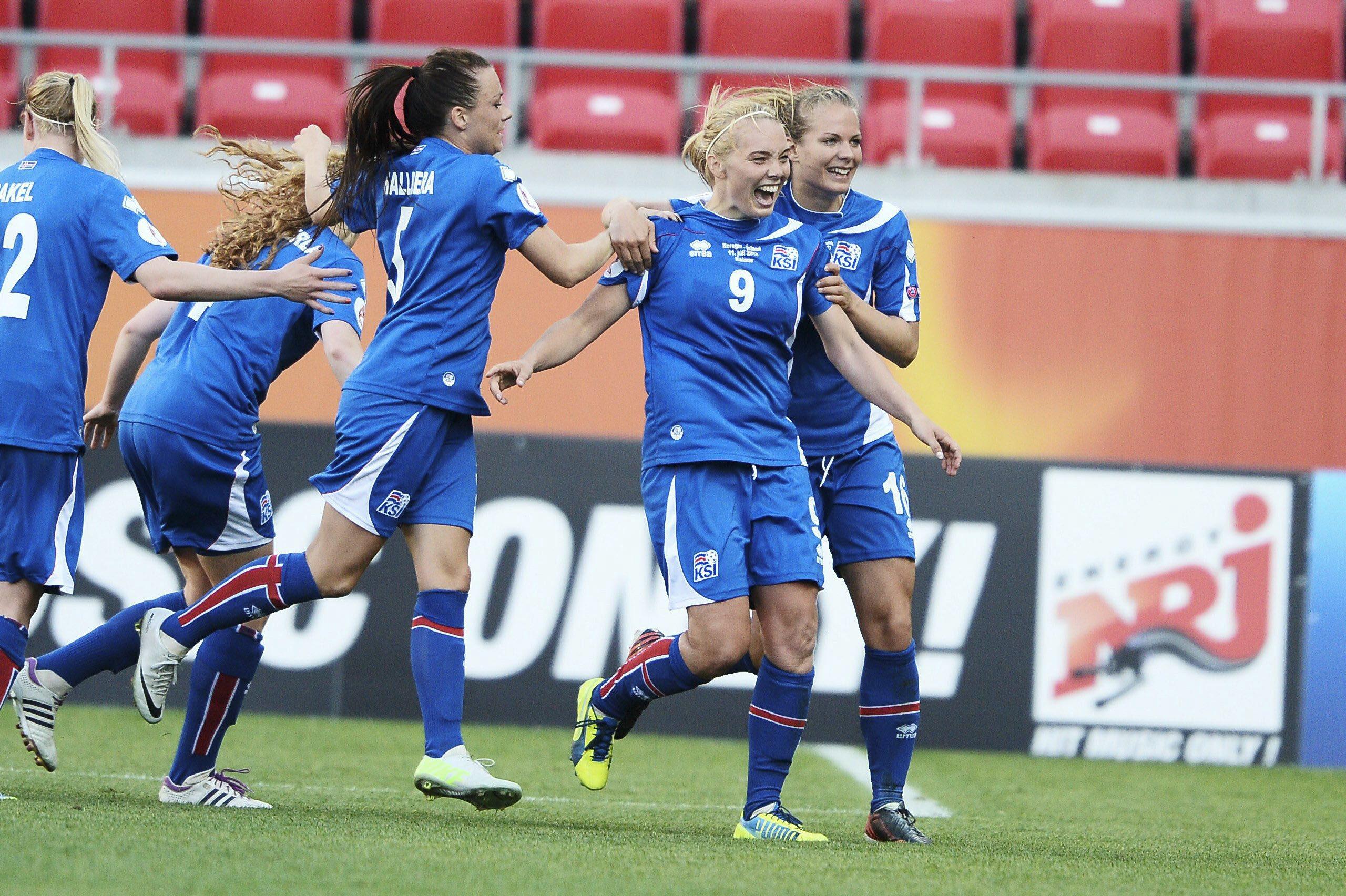 Iceland's Margret Lera Vidarsdettir, (2ndR), jubilates after scoring a penalty kick during the UEFA Women's European Championship Euro 2013 football match bewteen Norway and Iceland in Kalmar, Sweden, on July 11, 2013. AFP PHOTO /SCANPIX SWEDEN/ PATRIC SODERSTROM /SWEDEN OUT / AFP PHOTO / SCANPIX SWEDEN / PATRIC SODERSTROM
