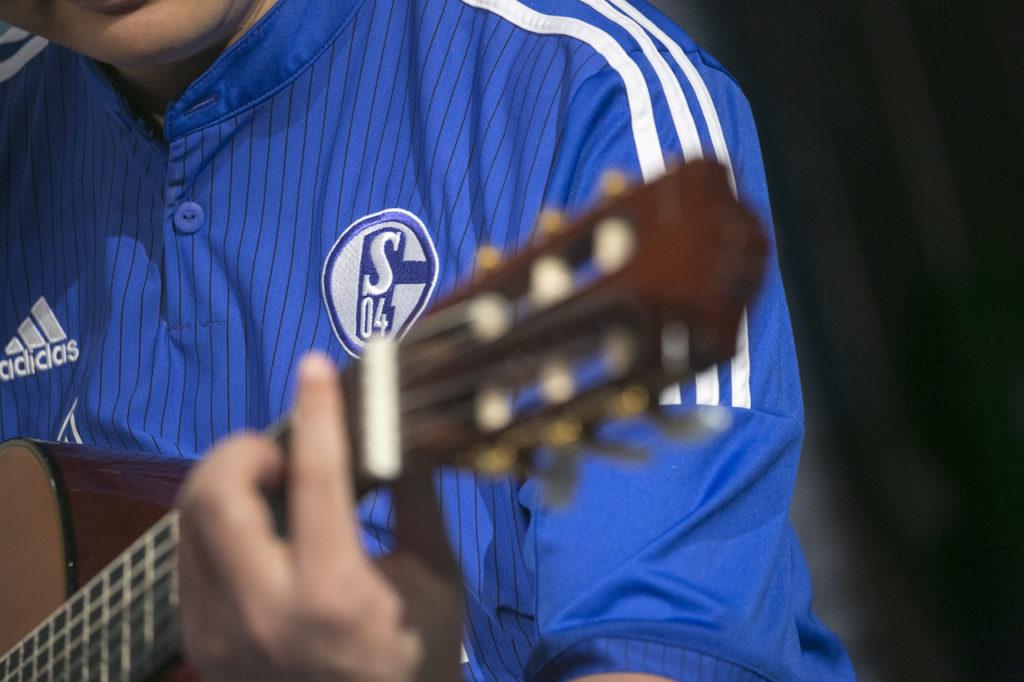 要多麼愛一支球隊和一個國家,才可以唱出這麼多個「愛」字?