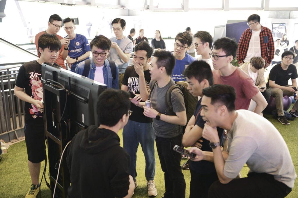 FIFA 18電競盃舉行時,吸引了不少青少年來觀戰。