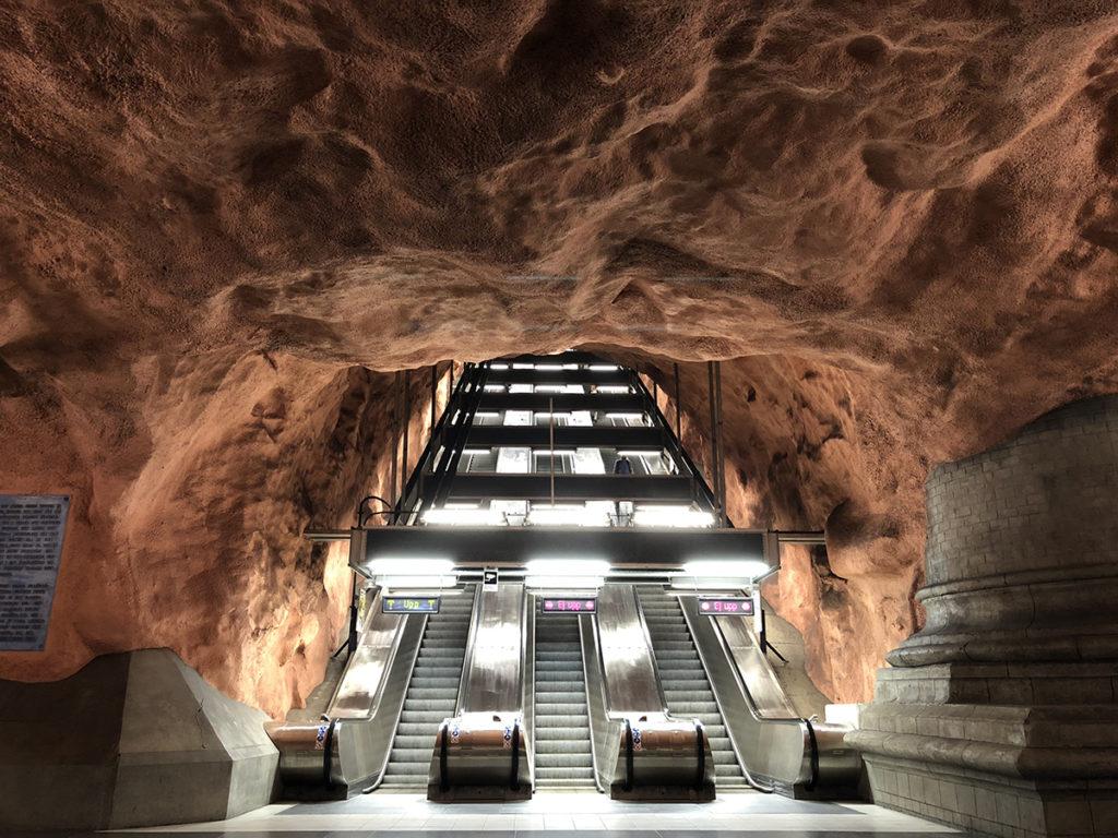 一進Rådhuset Station,猶如闖進了一個山洞。