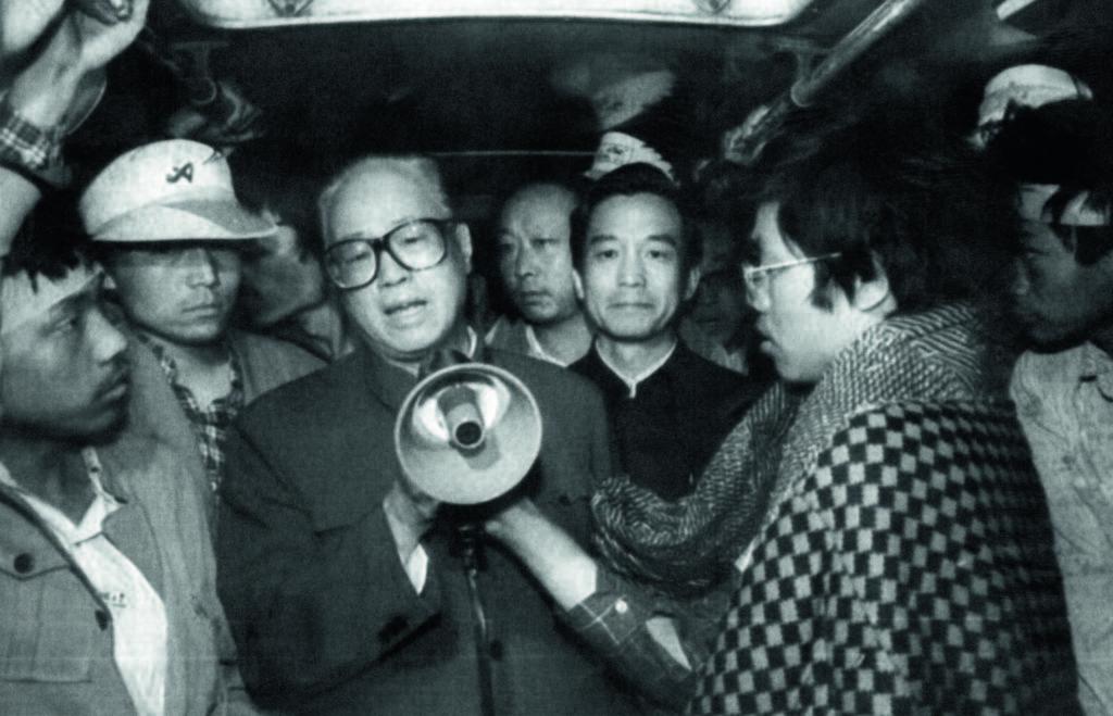 1989年5月19日, 趙紫陽前往天安門探望學生。