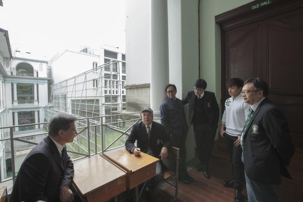 (左起)雖然羅康瑞、黃興桂、姚家國、石永泰、方力申及程景坡在不同年代入讀聖若瑟,但每說到在校點滴,即打成一片。