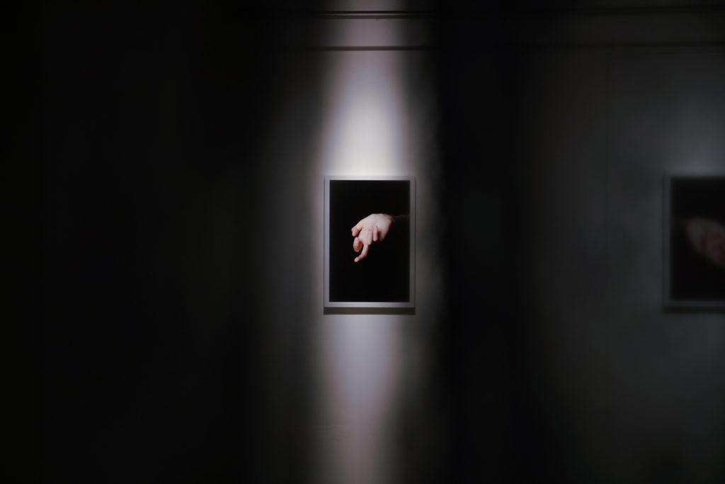 黑色背後,是隱藏在社會的性事。