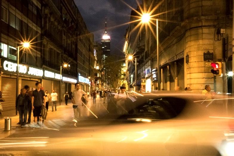 墨城市中心與Zócalo廣場之間的步道距離