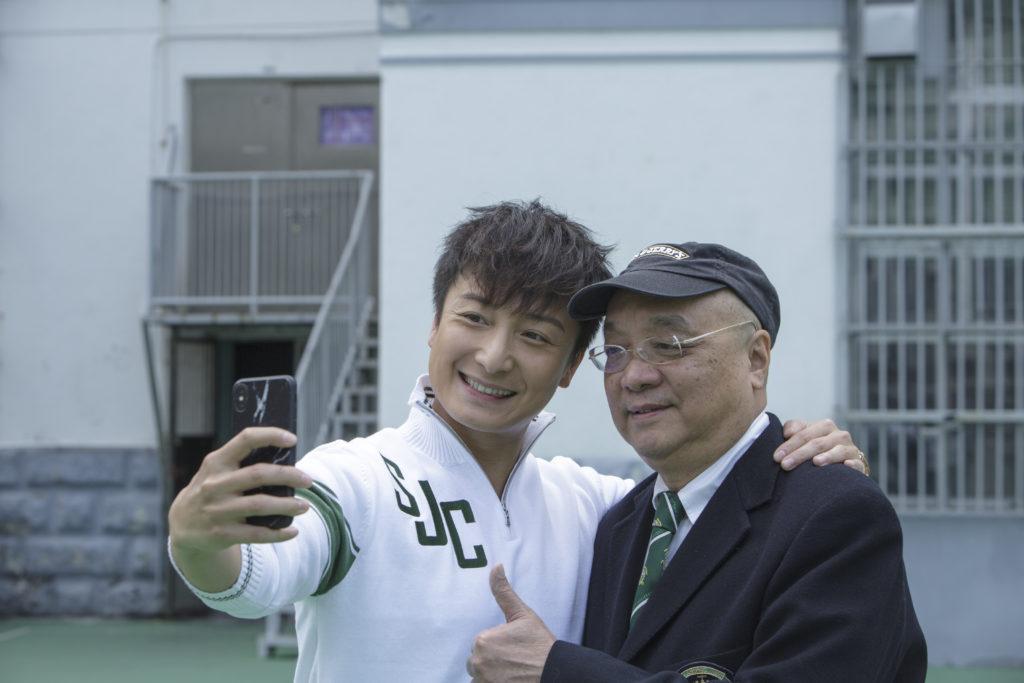 早畢業於六十年代的黃興桂見到千禧畢業的師弟方力申,二人在校時皆運動表演出色,故一相見即相當投契。