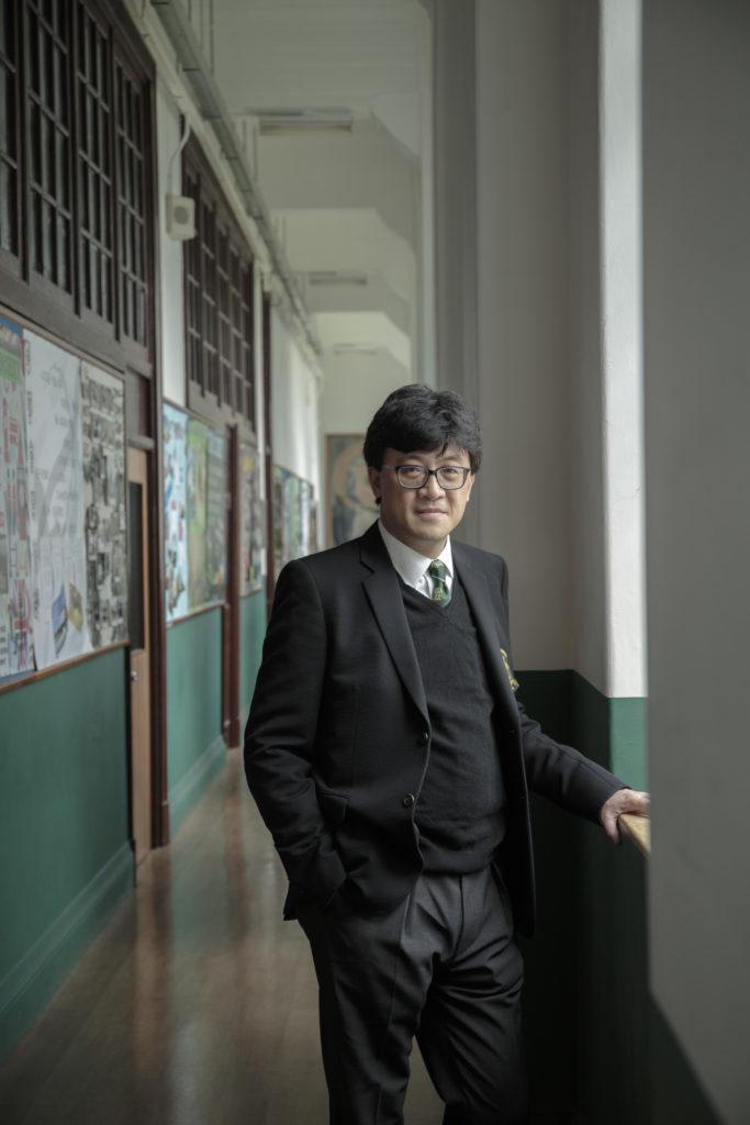 石永泰本想攻讀工程系,但中學時數學成績欠佳,最後選擇修讀法律。他笑言自己「死剩把口」!