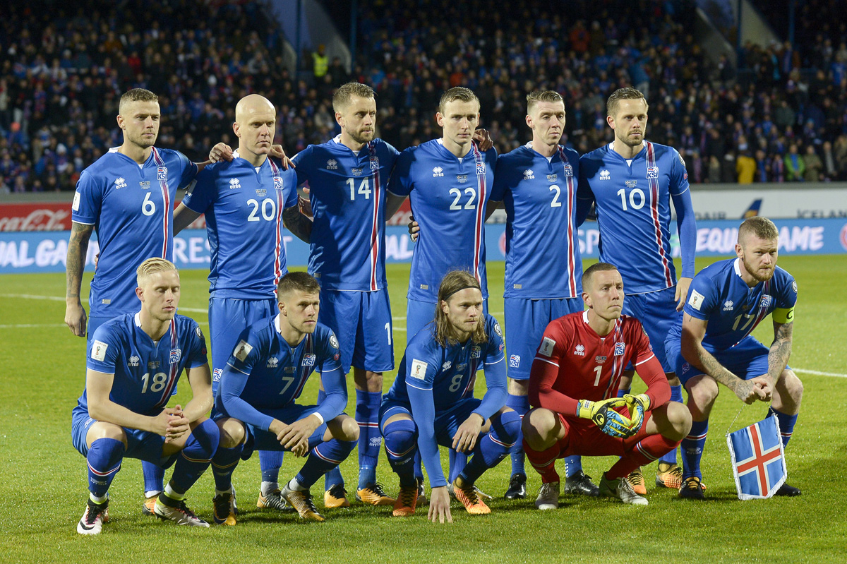 Iceland's players (Back row, From L) defender Ragnar Sigurdsson, Emil Hallfredsson, defender Kari Arnason, forward Jon Dadi Bodvarsson, defender Birkir Saevarsson and midfielder Gylfi Sigurdsson (Front row, From L) Hordur Magnusson, forward Johann Berg Gudmundsson, midfielder Birkir Bjarnason, goalkeeper Hannes Thor Halldorsson and midfielder Aron Gunnarsson pose for the team photo prior to the FIFA World Cup 2018 qualification football match between Iceland and Kosovo in Reykjavik, Iceland on October 9, 2017. / AFP PHOTO / Haraldur Gudjonsson