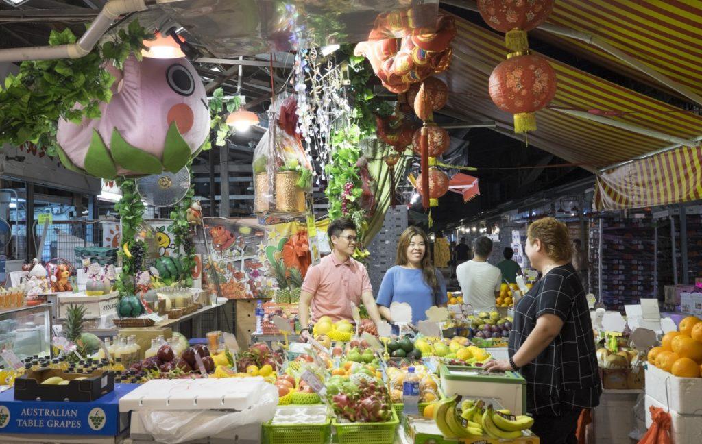 若淇(右)的女兒和女婿也會來店舖幫手,更能了解年輕人的市場和更具市場觸覺。