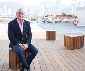 James Corner的首個香港項目是負責改造尖沙咀梳士巴利花園,他認為尖沙咀海濱步道位置及景色優越,應多加善用,重新與人連結。