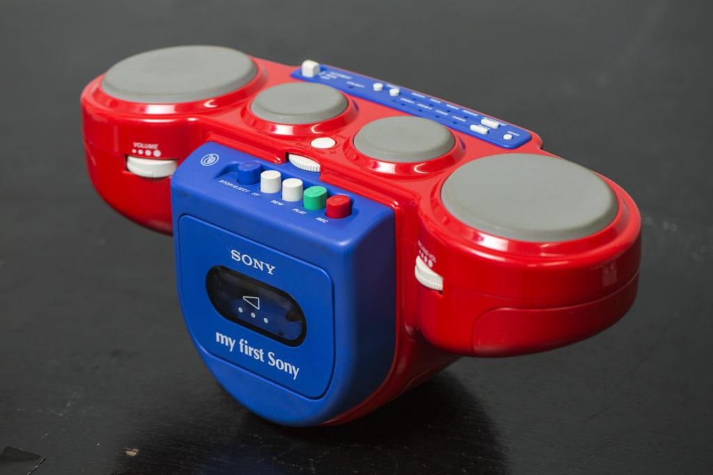 Sony在1991年推出的小朋友專用卡式帶機《my first song》也是Davy的收藏之一!