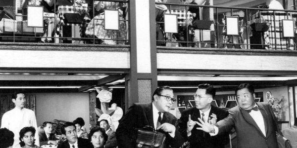梁醒波和劉恩甲(右)扮演不和的南方及北方人,竟有點點呼應現代的中港矛盾。