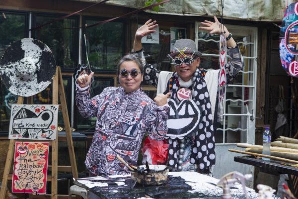 同是藝術家的太太Cho,背後默默付出、支持他的創作。