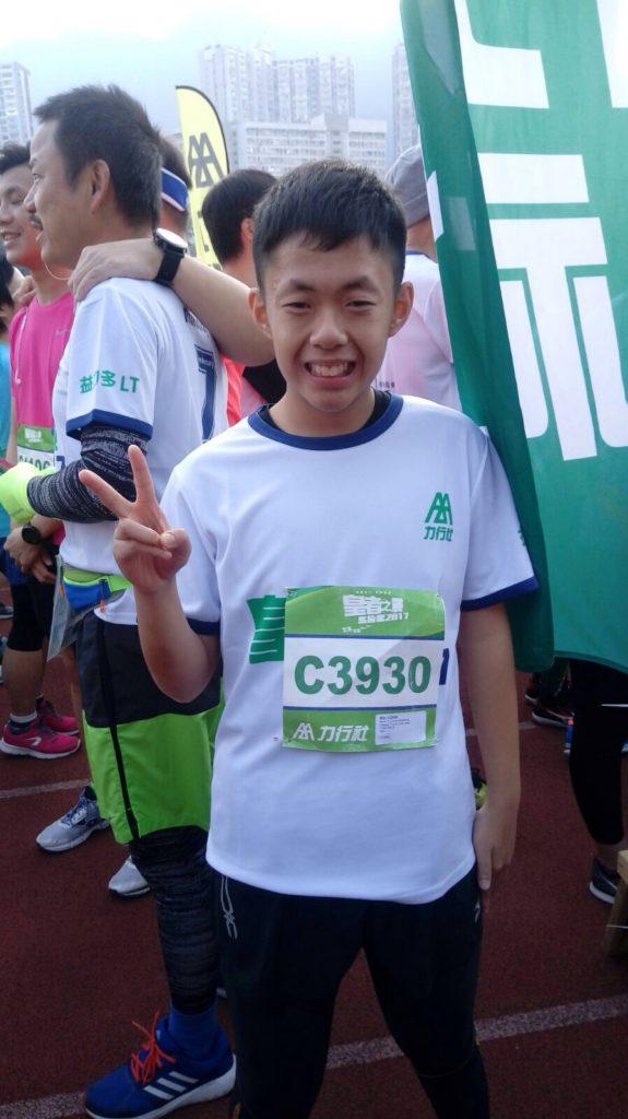 李永光接受訓練後愛上運動,自2014年開始參加不同的馬拉松賽事,現在目標是一小時跑完10公里賽事。