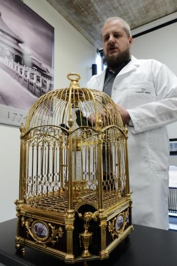 Singing Bird鳥籠吊鐘以當時(接近三百年歷史)的雀鳥標本製作,上鍊後會舞動哼歌,時間顯示於底部,現為品牌自家收藏,由專人保養維修。
