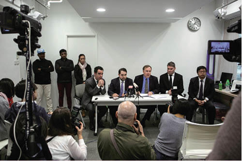 Robert Tibbo曾就協助斯諾登難民家庭成員遭斯里蘭卡秘密警察追蹤一事,向加拿大政府提出申請庇護,並召開記者會。