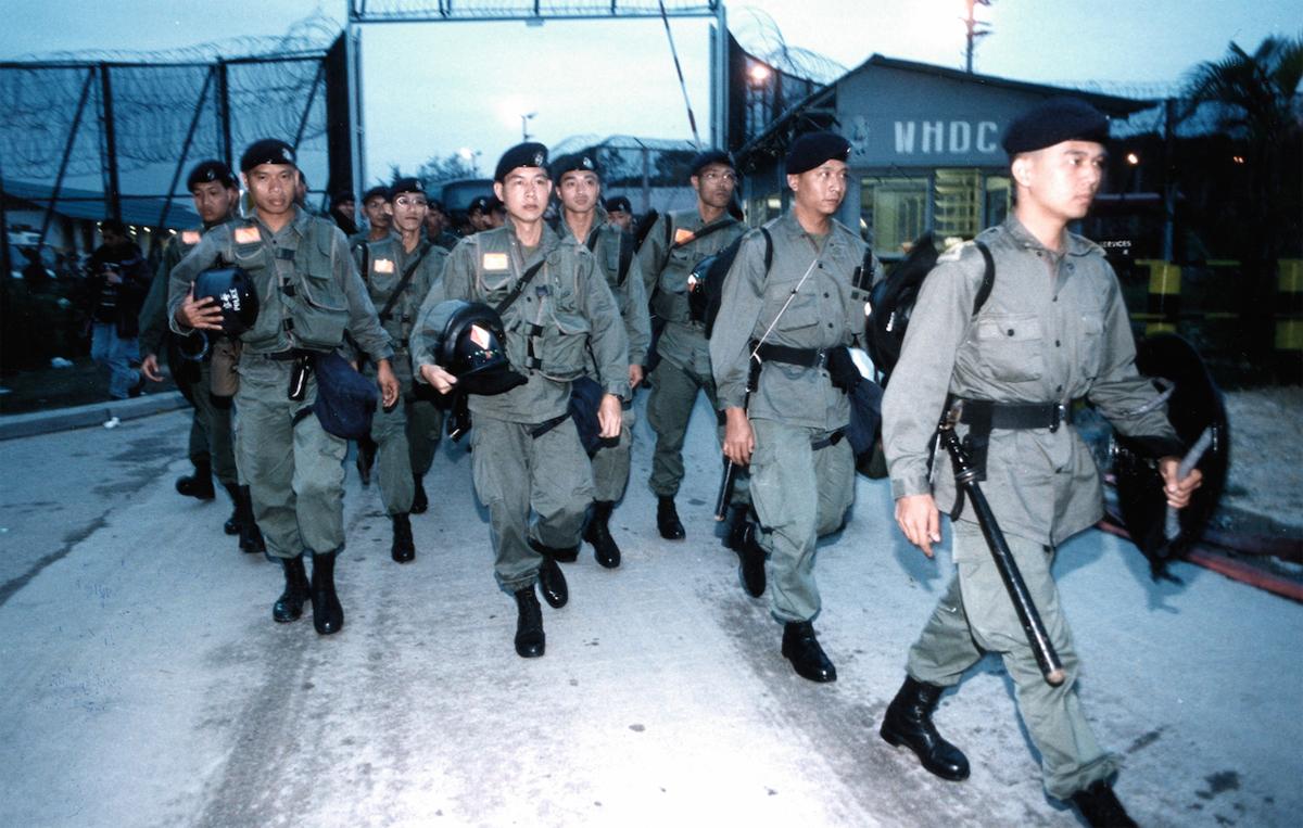1996年五月十一日持續數日的白石難民營騷亂,多人逃到市區,引起恐慌,警察全副武裝進入營內。