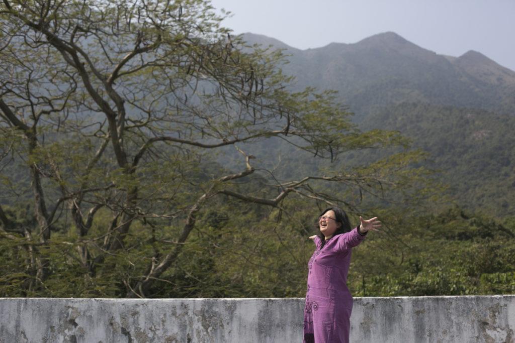 慧沁只要行上天台,張開手,就可以擁抱梅窩的山林。