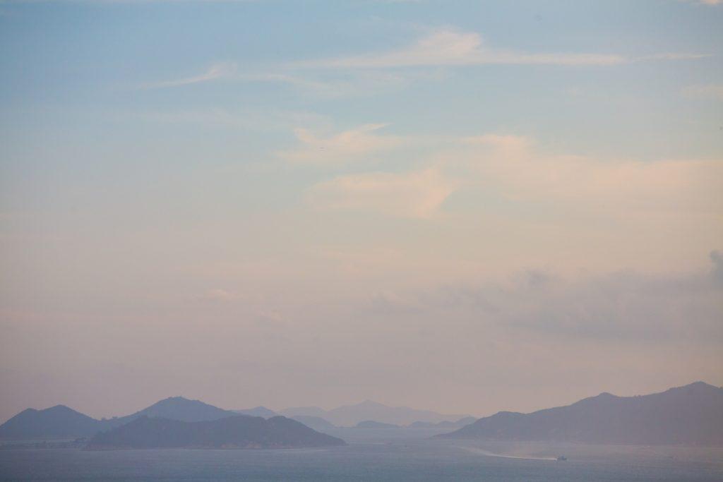 視障學生也可以細緻感受這個美景中的海風、陽光。