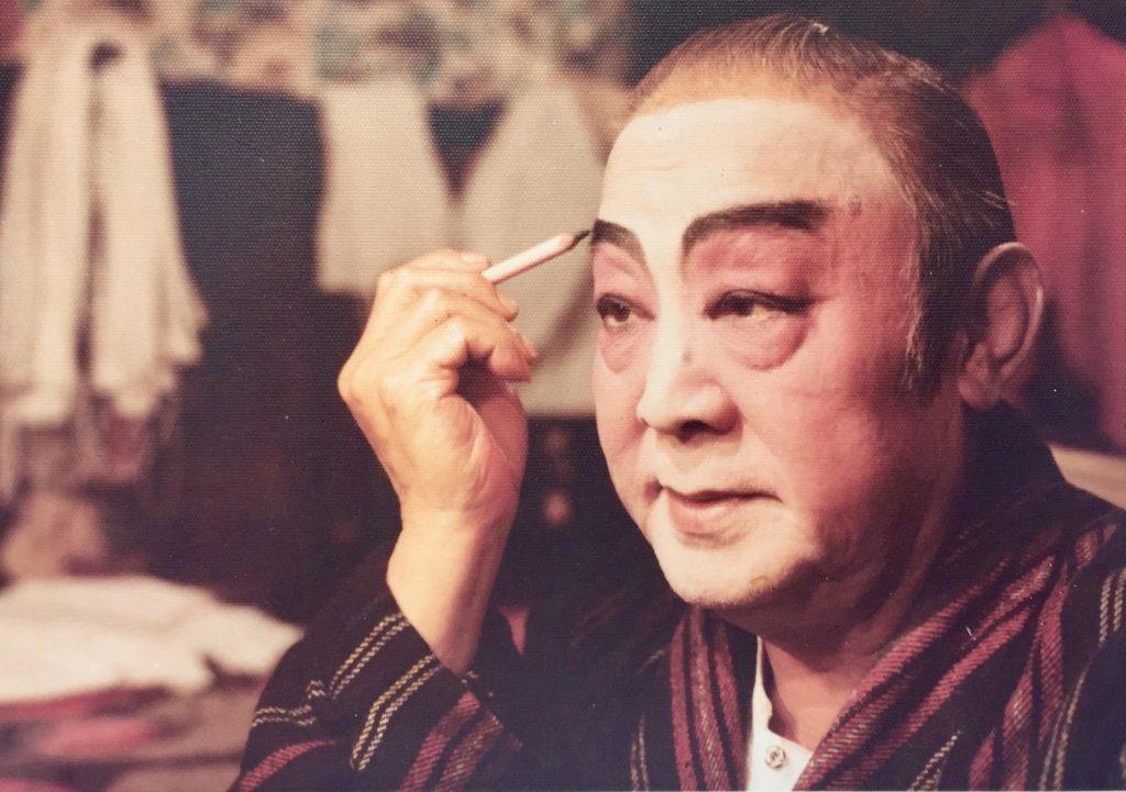 為培育粵劇人才,波叔與李香琴1980年積極成立八和粵劇學院。興建校園費用不菲,當時有行內人質疑成效,但波叔依舊四出奔走。