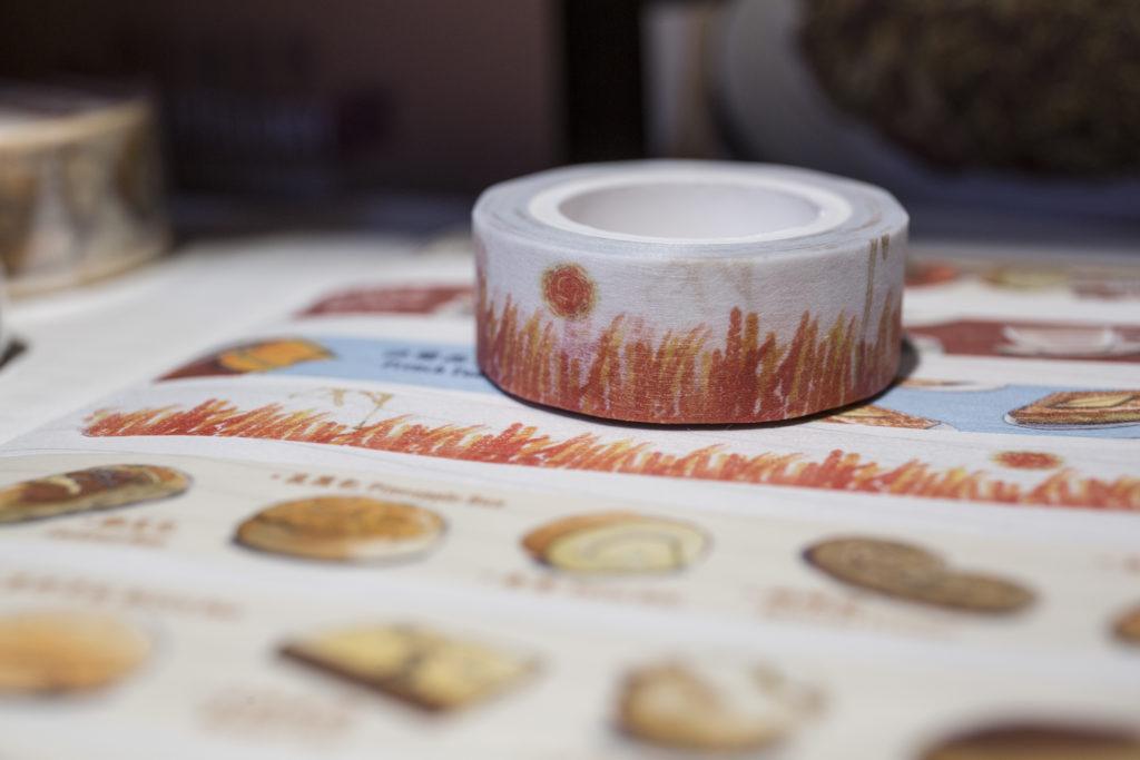 奶茶通俗學把港式茶餐廳的經典外賣杯圖案製成紙膠帶,盛載香港集體回憶。約$45