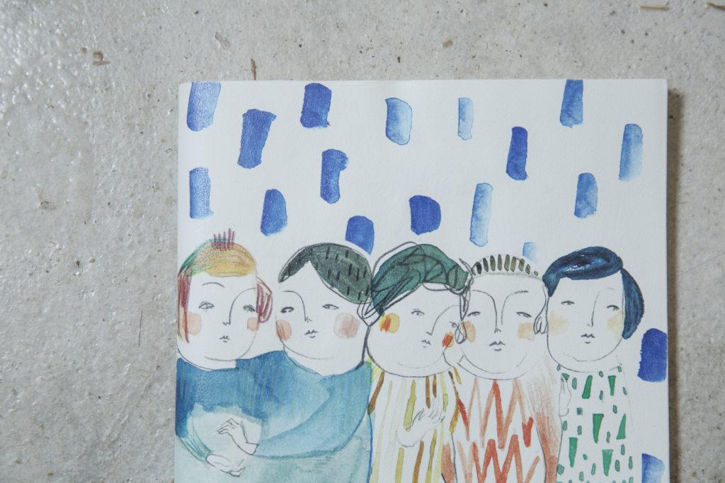 喜歡洋娃娃的Gigi擅長繪畫浪漫風水彩畫,畫作似有淡淡哀愁。她笑謂筆下人物只是沒表情,不一定是傷感。
