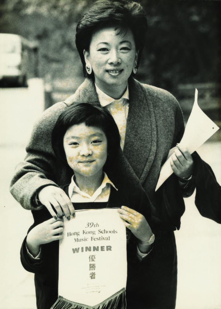 周智琪雖只在小學部就讀了四年,但在學期間也培養出對音樂的喜愛,九歲時更獲得香港校際音樂節鋼琴古典樂獨奏比賽冠軍。