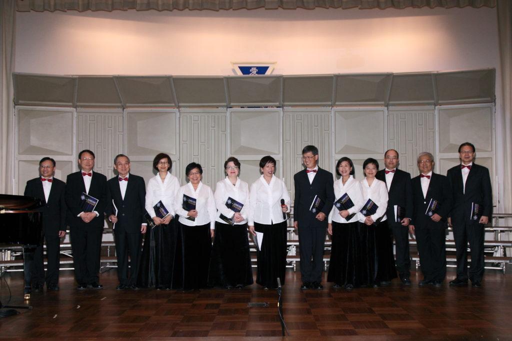 周梁淑怡曾參與校友合唱團三十周年的表演,她指校友會會員團結同心,而現時會員人數更超過七千人。