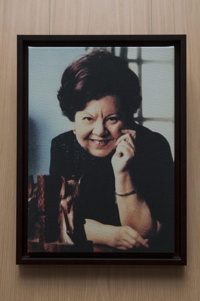 第三任校長羅怡基(人稱曲和)。她於1952年就職,服務學校超過三十年,更在校內為基層家庭的兒童開辦免費讀書班,實踐慈善精神。