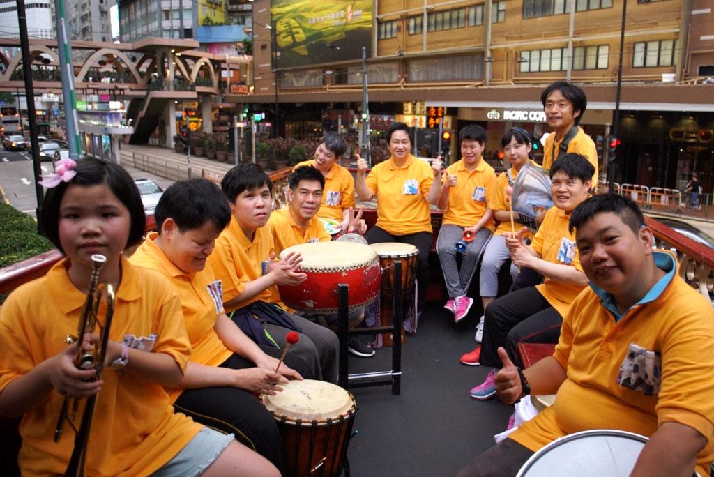 第一組演出的Makoto Band成員有一半也是視障的院友。