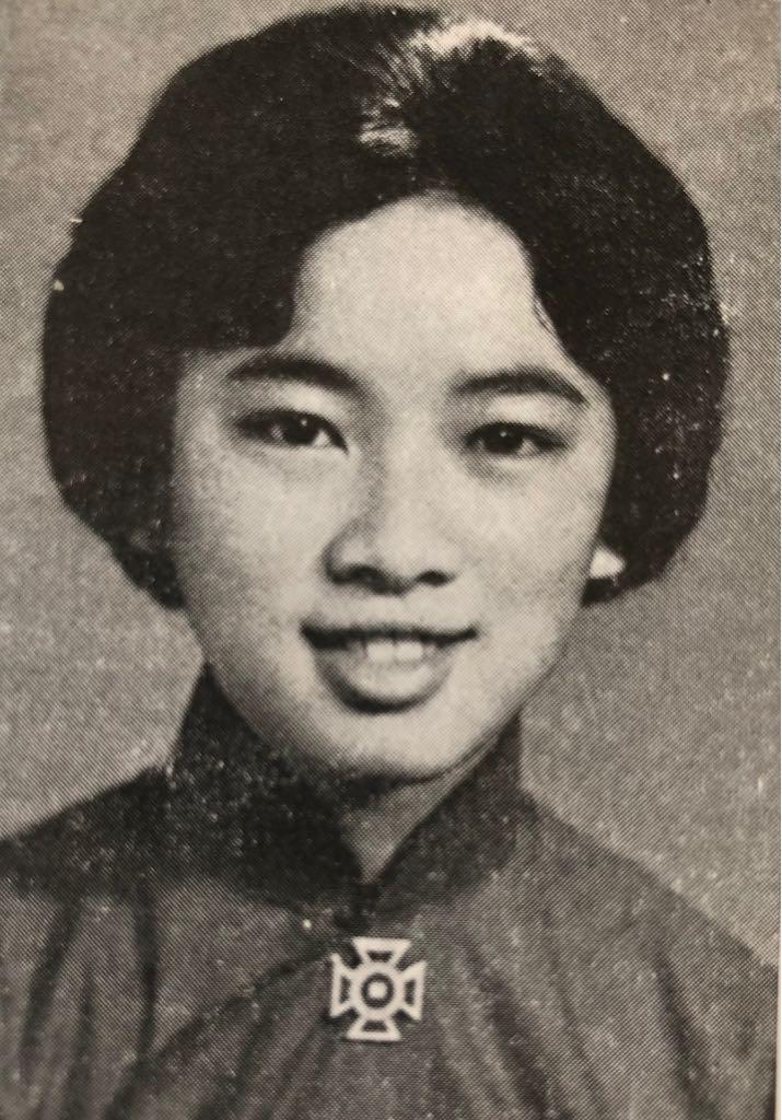預科畢業於1962年的周梁淑怡,小學至中學的十三年皆在聖保羅就讀。