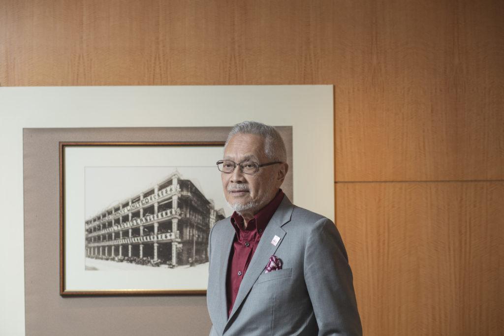 郭志權於1949年入學,他笑說初中時自己十分憊懶,曾試過七科不及格,連繪畫習作也不願完成。幸好後來發憤努力,以優異成績完成中學學業,並且獲頒發獎學金。