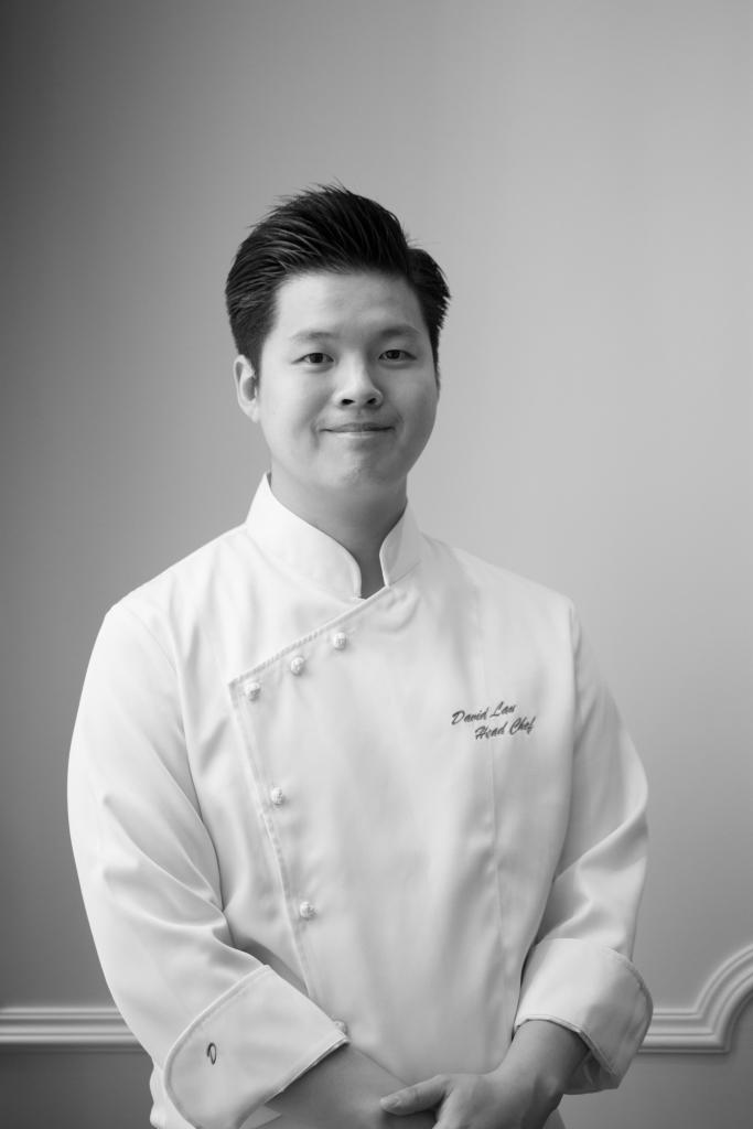 才三十出頭的劉家偉,是上海總會的主廚,煮得一手好的本幫菜。