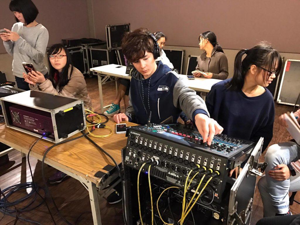 TMS致力培訓影視音產業人才,幕後製作和相關行政工作,都是課程裏一個重要的部分。