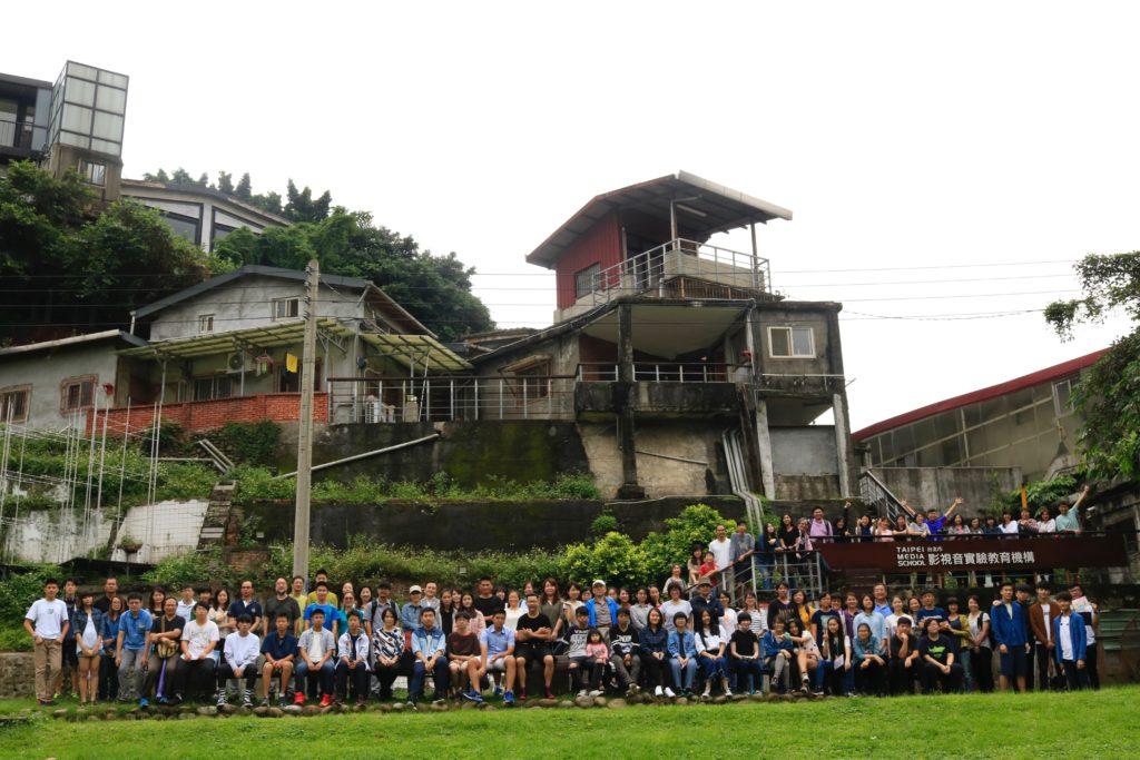 TMS位於台北的寶藏巖藝術村,學生跟當地居民及駐村藝術家共同生活和學習。