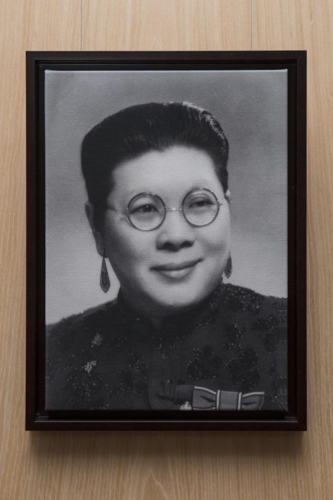 胡素貞於1916年出任校長,是華人教育史上第一位女校長。她開創了學生穿著統一校服的先例,就任期間更親身到外地向華僑募捐,作建築校舍經費。她榮休於1952年,服務學校共三十六年,是聖保羅發展史中的重要人物。
