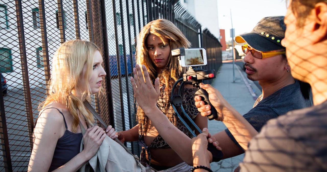 美國導演Sean Baker用三部iPhone 5s,配上仿闊銀幕鏡頭拍攝電影《跨性有話兒》(Tangerine) 。