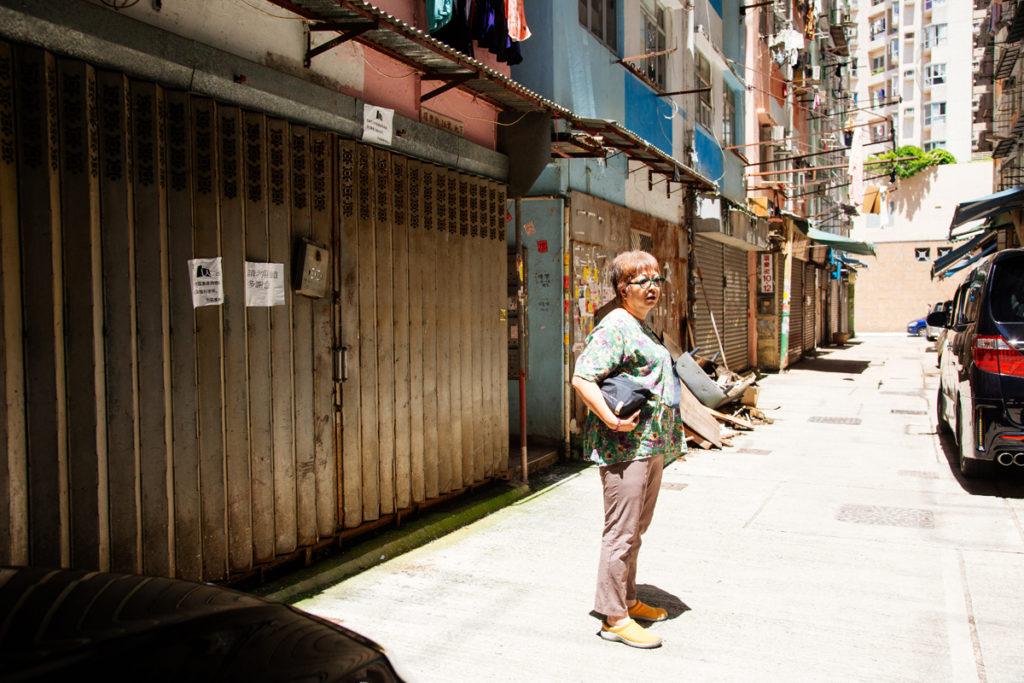 重建後土瓜灣路難行,林太口中總是安慰自己「往前看」。